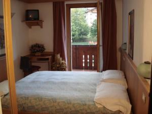 A bed or beds in a room at Casa Stefano E Lucia