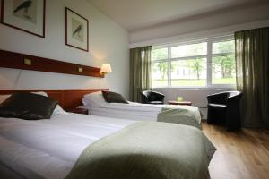 A bed or beds in a room at Melshorn Hotell