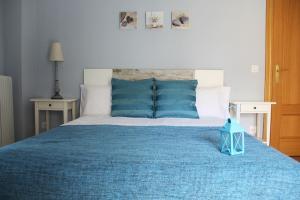 A bed or beds in a room at Apartamentos Vino y Camino