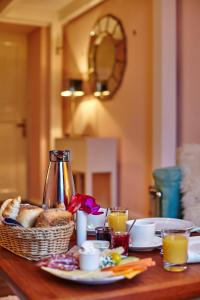 Breakfast options available to guests at Hadley's Bed and Breakfast