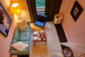 A seating area at Hadley's Bed and Breakfast