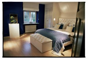 A bed or beds in a room at Charl's