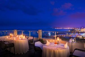 En restaurant eller et spisested på Elysium Resort & Spa