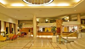 The lobby or reception area at Hotel Dos Templarios