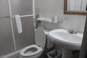 A bathroom at Hotel Parador