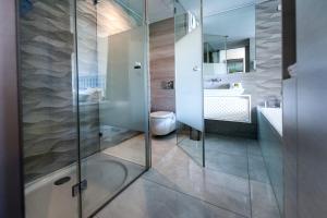 A bathroom at Hotel Arupinum