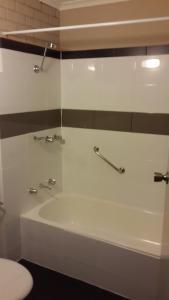 A bathroom at Zero Inn Motel
