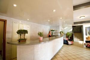 The lobby or reception area at Hotel Kalliste
