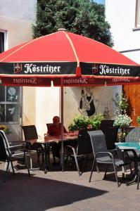 Ein Restaurant oder anderes Speiselokal in der Unterkunft Hotel Hessischer Hof