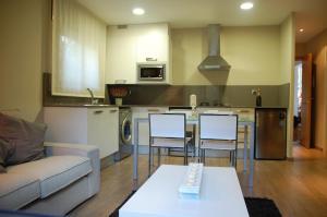 Una cocina o zona de cocina en Montseny Suites & Apartments
