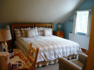 A bed or beds in a room at White Cottage Bed and Breakfast