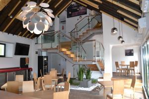 Un restaurante o sitio para comer en Hotel Ferramenteiro de Portomarin