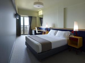 A bed or beds in a room at Lato Boutique Hotel