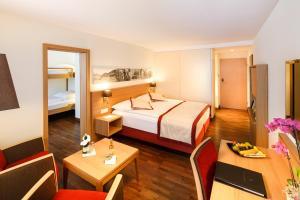 Кровать или кровати в номере Swiss Holiday Park Resort
