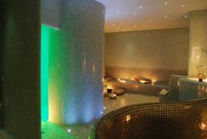 A bathroom at Phi Hotel Alcione