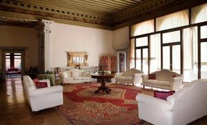 Ein Sitzbereich in der Unterkunft Palazzo Contarini Della Porta Di Ferro