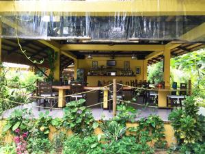 A restaurant or other place to eat at La Natura Resort