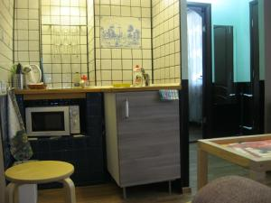 A kitchen or kitchenette at Nizhegorodskiye Apartments