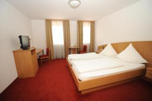 Ein Bett oder Betten in einem Zimmer der Unterkunft Scharmerhof