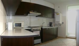 A kitchen or kitchenette at Summerland Serviced Apartments Mamaia