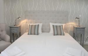Łóżko lub łóżka w pokoju w obiekcie Pałac i Folwark Brzeźnica