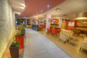 Een restaurant of ander eetgelegenheid bij The Preluna Hotel