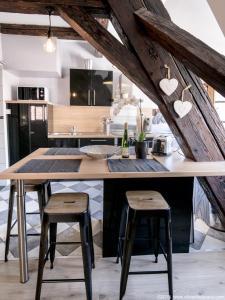 A kitchen or kitchenette at Gîte Au Coeur De Ribeauvillé