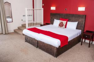 A bed or beds in a room at Columba Hotel