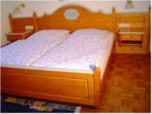 Ein Bett oder Betten in einem Zimmer der Unterkunft Landhotel Mühlberg