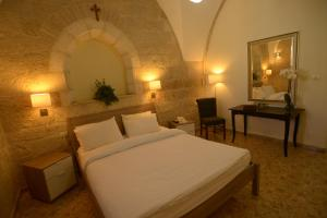 A bed or beds in a room at St. George's Cathedral Pilgrim Guesthouse – Jerusalem