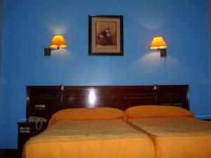 A bed or beds in a room at Hostal Centro Sol