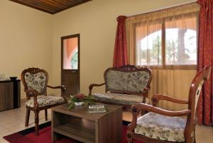 A seating area at Dunia Hôtel Bissau