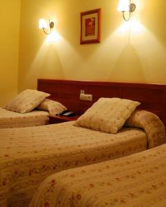 A bed or beds in a room at Hotel Restaurante America