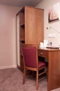 A bathroom at Wellington Hotel by Greene King Inns