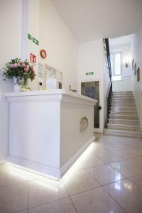 Лобби или стойка регистрации в Hotel Amalfi