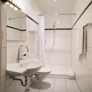 Een badkamer bij Hotel Niederrad