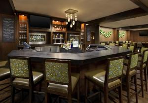 The lounge or bar area at The Westin San Francisco Airport