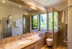 A bathroom at Hotel Villa Elben Lörrach bei Basel