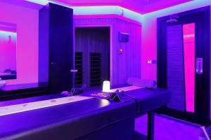 حمام في فندق نوفوتيل بزنس بارك الدمام