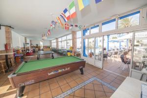A pool table at Apartamentos Jable Bermudas