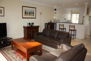 A seating area at Albury Suites - Schubach Street