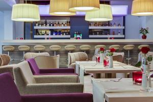 Een restaurant of ander eetgelegenheid bij IntercityHotel Enschede