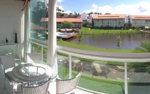 Uma vista da piscina em Flat 608 Villa Hípica - Gravatá ou nos arredores