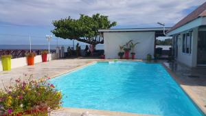 A piscina localizada em Hitimoana Villa Tahiti ou nos arredores