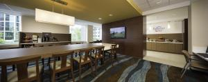 The lounge or bar area at Fairfield Inn & Suites by Marriott Calgary Downtown