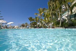 Het zwembad bij of vlak bij Hotel Altamar