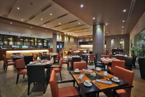 A restaurant or other place to eat at Limketkai Luxe Hotel