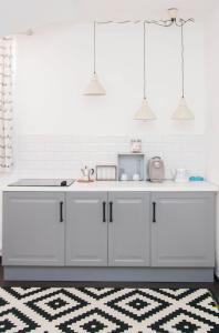 A kitchen or kitchenette at Cluj Napoca Apartments