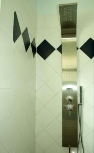 Een badkamer bij Karibu Aruba Boutique Hotel