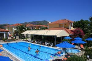 Uitzicht op het zwembad bij Metaxa Hotel of in de buurt